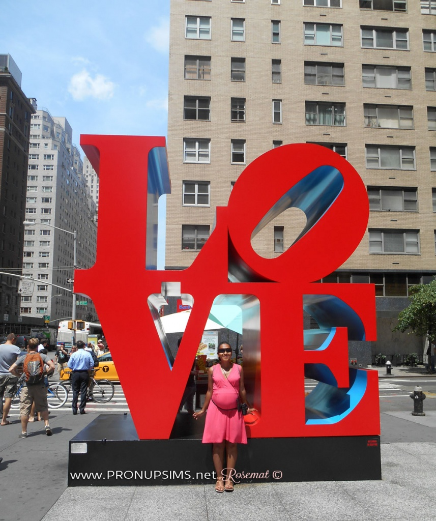 "Moi, Rosemat, devant la ""Love Sculpture de New York"" fin juin 2014."