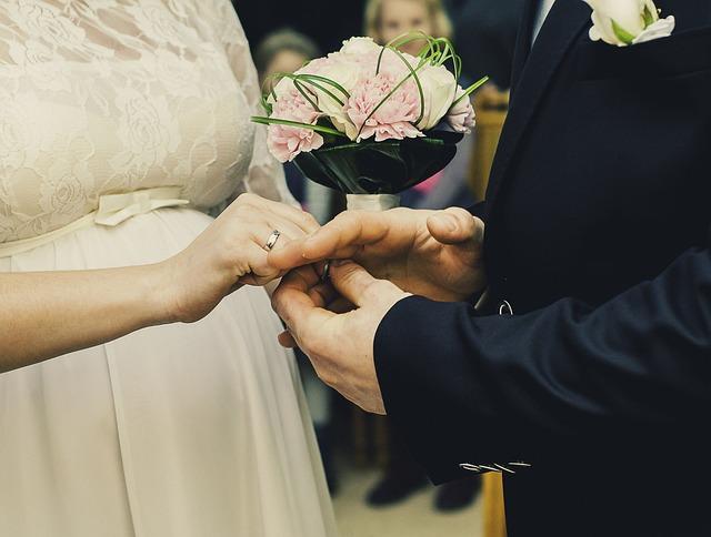 wedding-931912_640