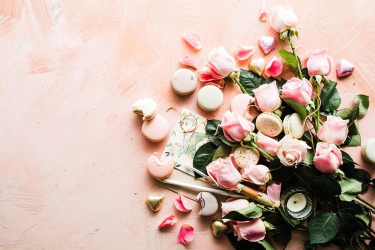 mariage roses macarons
